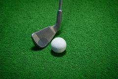 Palla da golf e club di golf Immagini Stock
