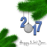 Palla da golf e 2017 su un ramo dell'albero di Natale Fotografia Stock Libera da Diritti
