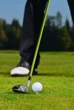 Palla da golf, giocatore di golf e club Immagini Stock