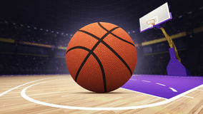 Palla del canestro sul campo da pallacanestro all'arena Fotografia Stock