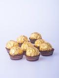 Palla del cioccolato o palla fatta a mano del cioccolato su fondo Fotografia Stock Libera da Diritti