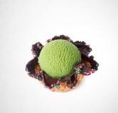 palla del gelato o del ripartitore sui precedenti Fotografie Stock