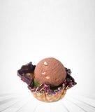palla del gelato o del ripartitore sui precedenti Fotografie Stock Libere da Diritti