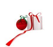 Palla del nuovo anno con il contenitore di regalo Fotografia Stock