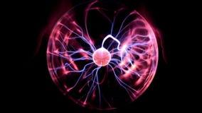 Palla del plasma nell'azione con le mani che interagiscono sulla superficie archivi video
