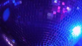 Palla della discoteca che arriva a fiumi il night-club archivi video