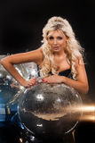 Palla della discoteca e della giovane donna Fotografia Stock