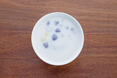 Palla della farina di riso in latte di cocco dolce, dessert tailandese di Bua Loi fotografia stock libera da diritti