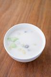 Palla della farina di riso in latte di cocco dolce, dessert tailandese di Bua Loi immagine stock