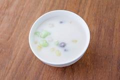 Palla della farina di riso in latte di cocco dolce, dessert tailandese di Bua Loi fotografie stock libere da diritti