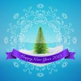 Palla della neve di Natale con l'albero di natale e felice di vetro Fotografie Stock Libere da Diritti