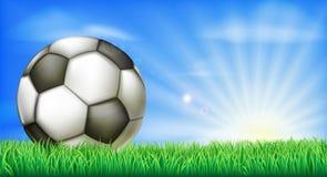 Palla di calcio di calcio sul passo Fotografie Stock Libere da Diritti