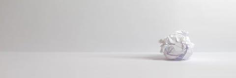 Palla di carta - spazio della copia del sito Web dell'intestazione del fondo Immagini Stock