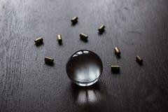 Palla di Crystall con munizioni Fotografia Stock Libera da Diritti