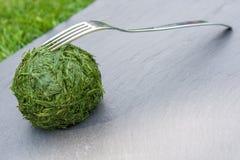 Palla di erba con la forcella immagine stock libera da diritti