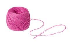 Palla di filato rosa isolata su bianco Fotografie Stock