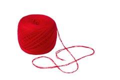 Palla di filato rosso-cupo isolata Immagini Stock Libere da Diritti