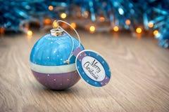 Palla di Natale con il desiderio di Buon Natale Fotografia Stock