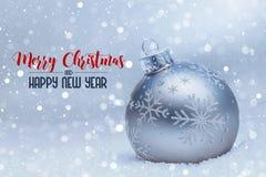 Palla di Natale con le luci nei precedenti fotografia stock libera da diritti