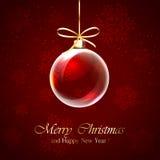 Palla di Natale su fondo rosso Immagini Stock Libere da Diritti