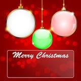 Palla di Natale su un fondo rosso Fotografie Stock Libere da Diritti