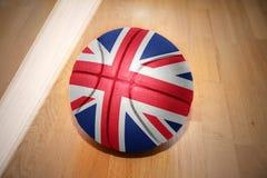 Palla di pallacanestro con la bandiera nazionale della Gran Bretagna Fotografia Stock