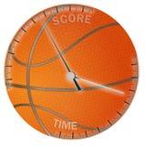 Palla di pallacanestro con tempo e le scale del punteggio Fotografia Stock Libera da Diritti