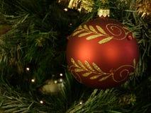 Palla di rosso dell'albero di Natale Fotografia Stock