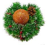 Palla dorata brillante del collage di Natale sul lamé di Natale fotografia stock libera da diritti