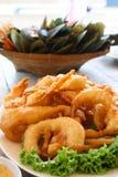 Palla fritta del gamberetto e del calamaro fotografia stock