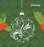 Palla ornamentale di Natale con il mazzo delle bacche dell'agrifoglio Immagini Stock
