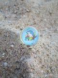 Palla rimbalzante nella sabbia Fotografia Stock Libera da Diritti
