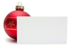 Palla rossa di natale con la carta Fotografia Stock Libera da Diritti