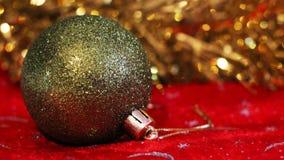 Palla verde di natale Carta di Buon Natale Tema di natale di inverno Fotografia Stock Libera da Diritti