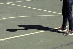 Pallacanestro dell'ombra Fotografia Stock