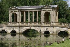 Palladian bro, Stowe landskap, England arkivfoton