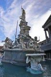 Pallas在奥地利人Parlament,维也纳前面的雅典娜喷泉 图库摄影