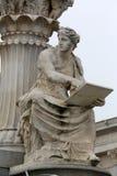 Pallas在奥地利议会,维也纳前面的雅典娜喷泉 免版税库存图片