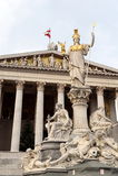 Pallas雅典娜喷泉的雕刻的构成在奥地利议会大厦的 免版税库存照片