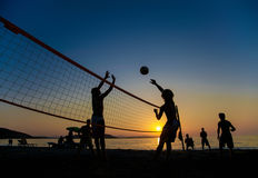 Pallavolo alla spiaggia Fotografie Stock
