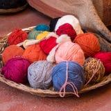 Palle colorate della lana dell'alpaga fotografie stock libere da diritti