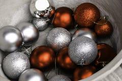 Palle d'argento e rosse di x'mas Fotografia Stock Libera da Diritti
