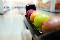 Palle da bowling variopinte Fotografia Stock Libera da Diritti