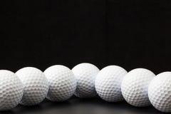 Palle da golf sui precedenti neri Fotografia Stock Libera da Diritti