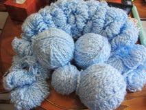 Palle del filato del blu di bambino - Handcrafts Fotografia Stock