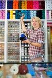 Palle del filato e della lana di raccolto del venditore Fotografia Stock Libera da Diritti