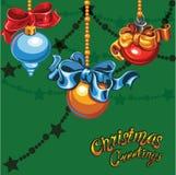 palle dell'Natale-albero su un fondo verde Fotografia Stock