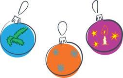 Palle della decorazione del nuovo anno tre ornamenti differenti con i fiocchi di neve candela ed il ramo, illustrazione di vettor royalty illustrazione gratis