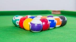 Palle dello snooker sulla tavola verde Fotografia Stock