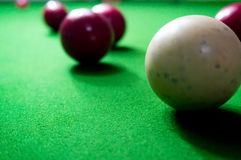 Palle di biliardo sulla tavola del feltro di verde Fotografia Stock Libera da Diritti